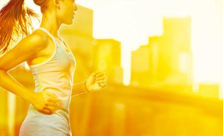 mulher-correndo-no-sol-580x272